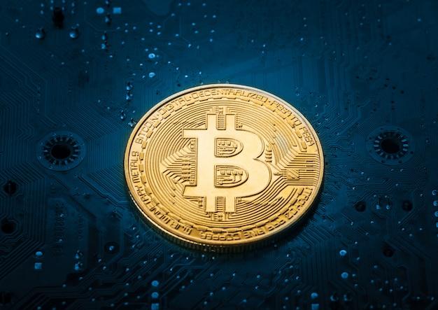 Bitcoin na placa-mãe do computador Foto Premium