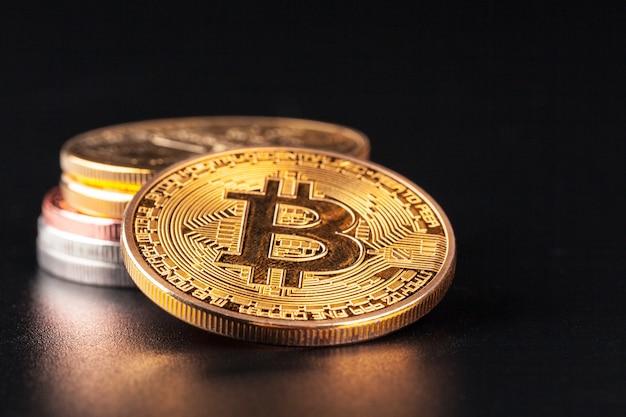 Bitcoins dourados. conceito de negociação de moeda criptográfica Foto Premium