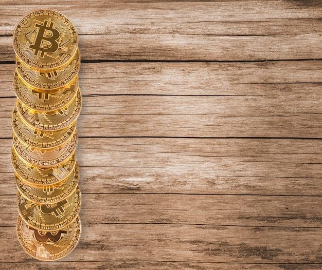 Bitcoins na superfície de madeira Foto Premium
