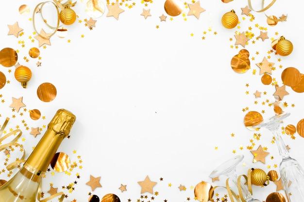 Bloco de notas branco vazio espiral no fundo festivo do natal. Foto Premium