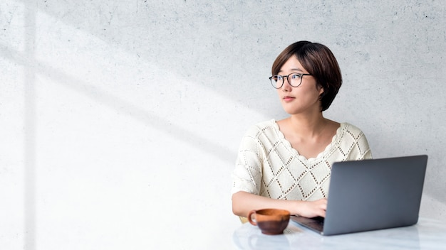 Blogueira feminina Foto Premium
