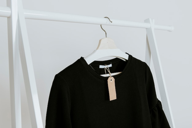 Blusa preta na loja Foto gratuita