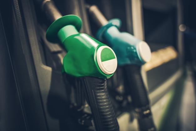 Bocais de bomba de gasolina Foto gratuita