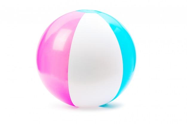 Bola de praia isolada em um branco Foto Premium