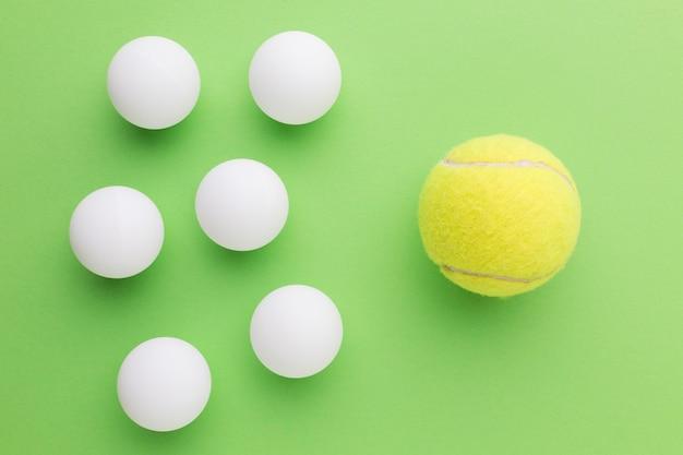 Bolas de golfe e bola de tênis Foto gratuita