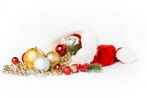 Bolas de natal ouro isoladas Foto gratuita