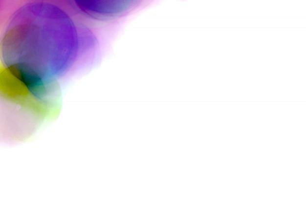 Bolhas borradas roxas, esfera de vidro no sumário com colorido no isolado Foto Premium