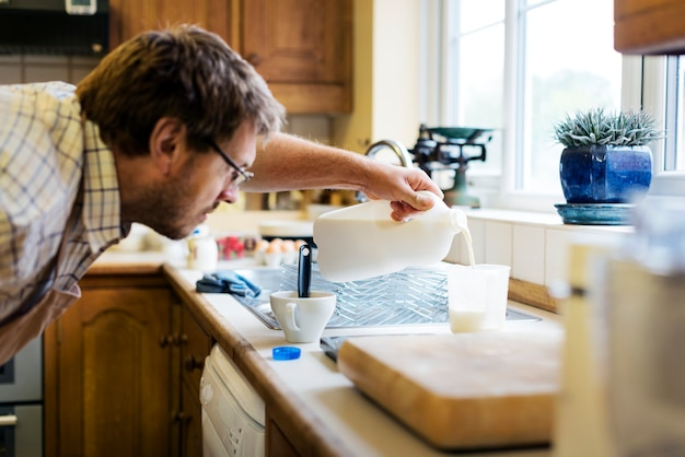 Bolinhos de cozimento em casa atirar Foto Premium