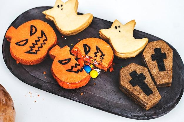 Bolinhos de halloween festivos e fofos Foto gratuita