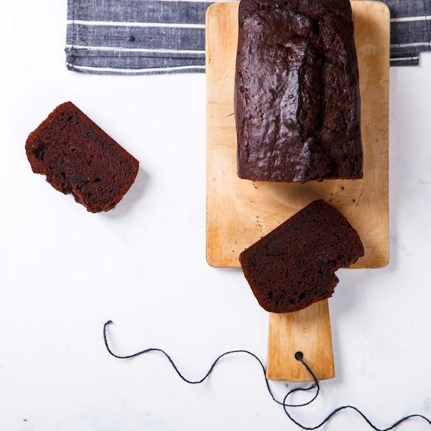 Bolo, cupcake com bananas e chocolate. bolos caseiros Foto Premium