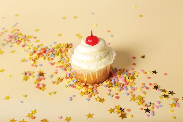 Bolo de aniversário com estrelas Foto gratuita