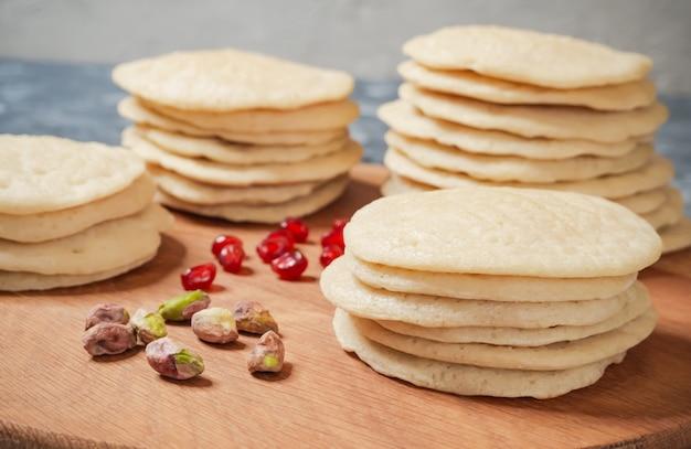 Bolo de camada marroquino da panqueca - bolo de baghrir. Foto Premium