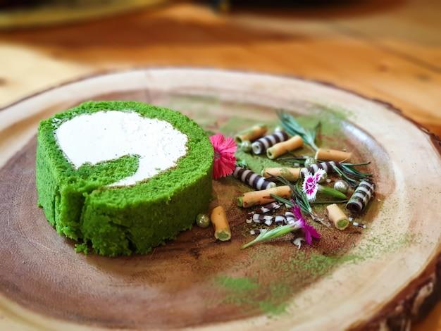 Bolo de chá verde matcha. Foto Premium