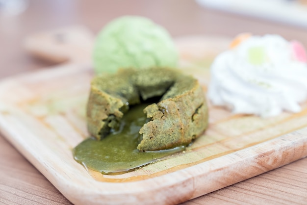 Bolo de lava de chá verde Foto Premium