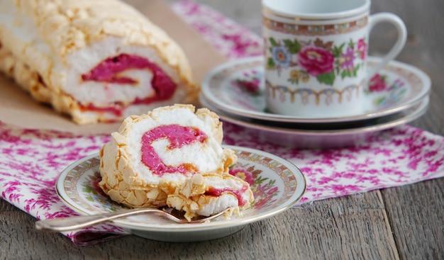 Bolo de merengue com requeijão Foto Premium