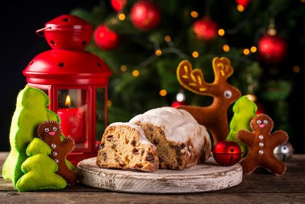Bolo de natal stollen com frutas secas Foto Premium