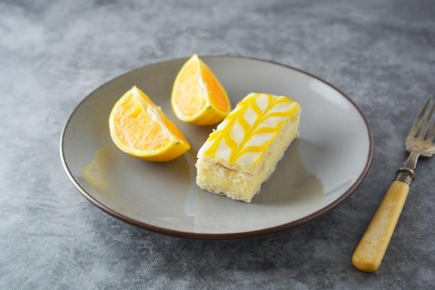 Bolo do chuvisco do limão, sobremesa do bolo da crosta do limão. Foto Premium