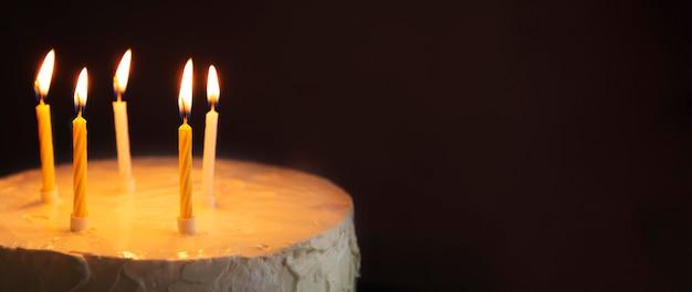 Bolo doce para cópia espaço de aniversário Foto gratuita