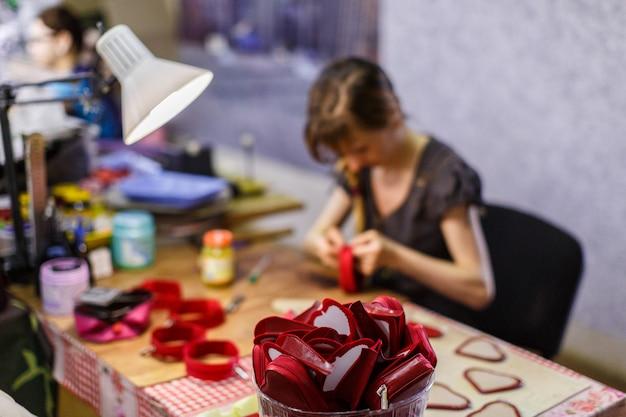 Bolsas de fabricação de mulher Foto Premium