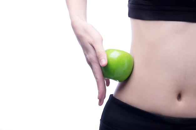 Bom corpo saudável e curva cintura e maçã verde Foto gratuita