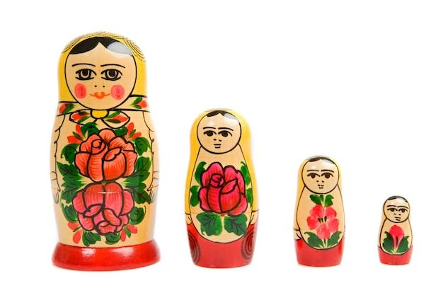 Boneca russa em um over branco fundo Foto Premium