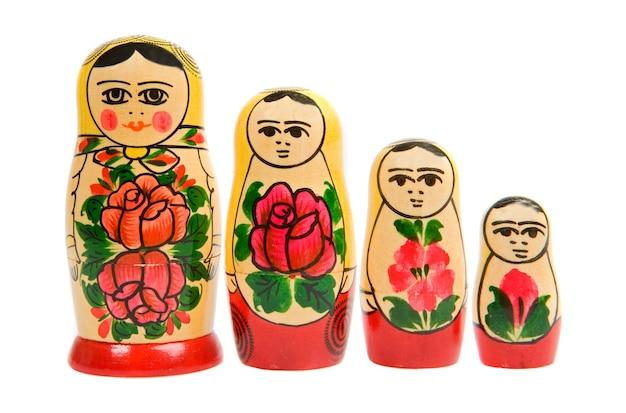 Bonecas matryoshka russas em uma fileira Foto Premium