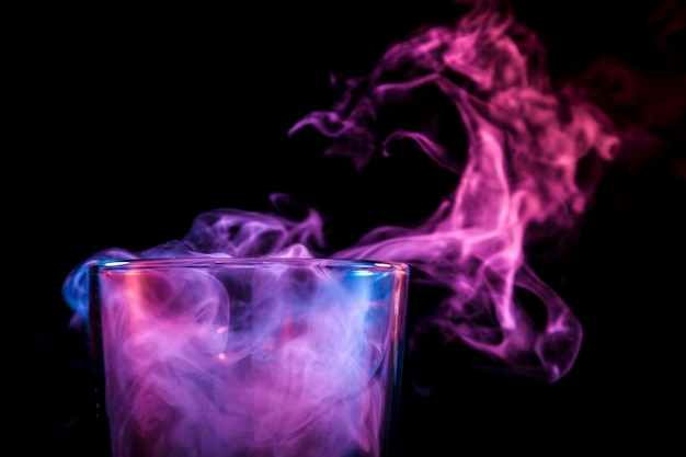 Bongos de vidro para fumar foco suave. Foto Premium