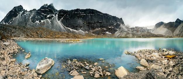 Bonita paisagem montanhosa Foto Premium