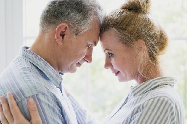 Bonito, homem sênior, e, mulher, close-up Foto gratuita
