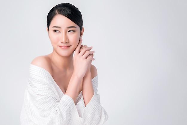 Bonito, jovem, mulher asian, com, limpo, pele fresca, Foto Premium
