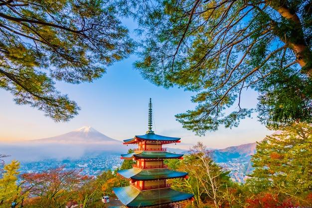 Bonito, paisagem, de, fuji montanha, com, chureito, pagode, ao redor, árvore maple folha, em, outono Foto gratuita