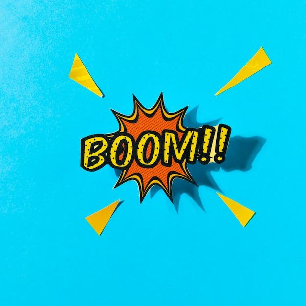 Boom de quadrinhos pop art! bolha do discurso contra o pano de fundo azul Foto gratuita