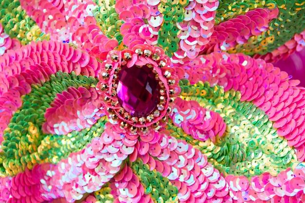 Bordados de lantejoulas de cores e brilhos para o carnaval Foto Premium