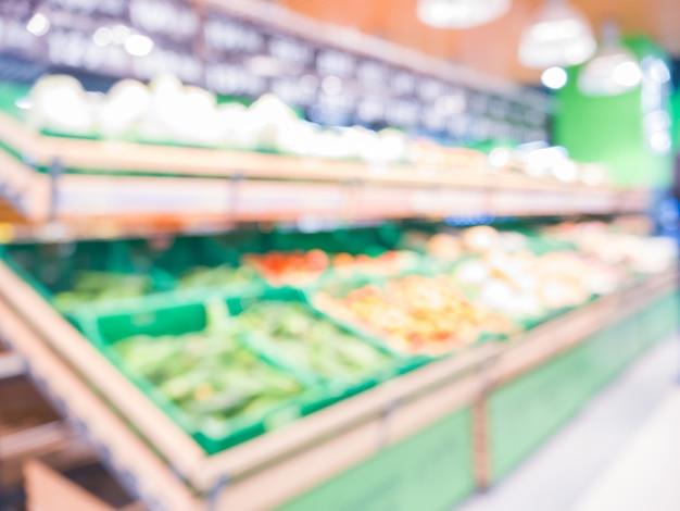 Borrão de frutas frescas na prateleira no supermercado. shalow dof. para um conceito saudável Foto Premium