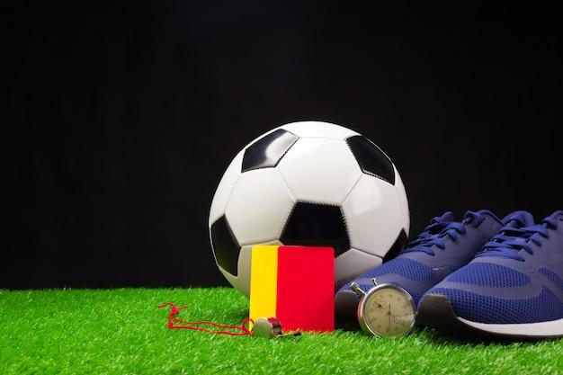 Botas e bola de futebol Foto Premium