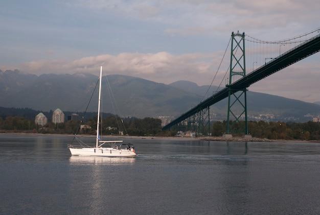 Bote, ligado, porto carvão, em, vancouver, columbia britânica, canadá Foto Premium