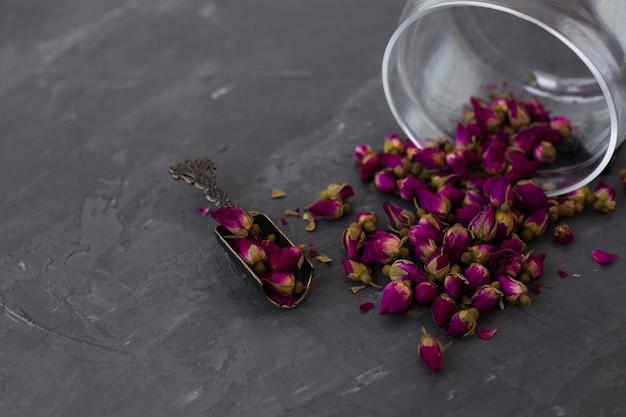 Botões de chá roxo aromático de close-up Foto gratuita
