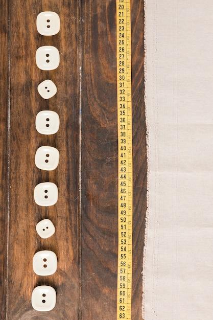 Botões de costura com fita métrica Foto gratuita