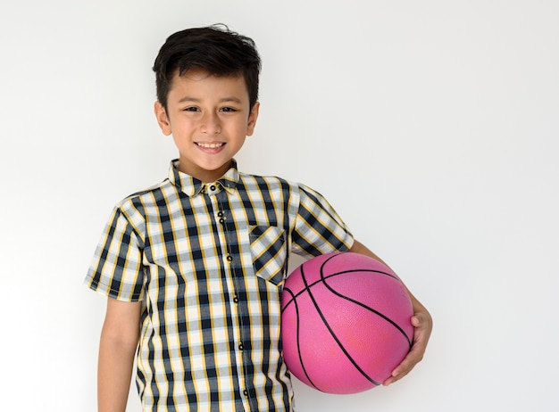 Boy sport protrait studio atirar jogador de basquete Foto Premium