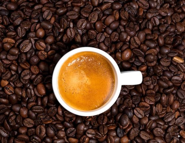 Branca xícara de café acabou de fazer Foto Premium