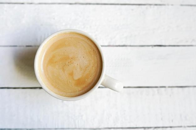 Branca xícara de café, cópia espaço em branco de madeira Foto Premium