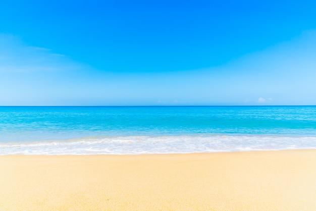 Branco natureza paisagem da praia tropical Foto gratuita