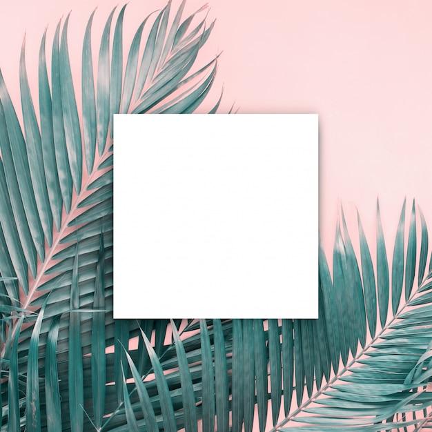 Branco papar brochura em branco mock-up isolado branco Foto Premium