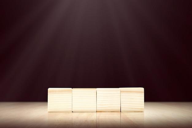 Brinquedo de madeira em cima da mesa Foto Premium