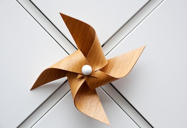 Brinquedo de moinho de madeira Foto Premium