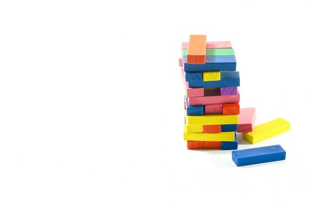 Brinquedo do bloco de madeira no branco isolado. Foto Premium