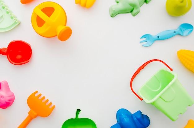 Brinquedos de praia planos para crianças Foto gratuita