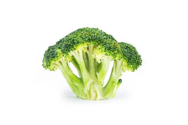 Brócolis fresco delicioso, isolado no branco Foto Premium