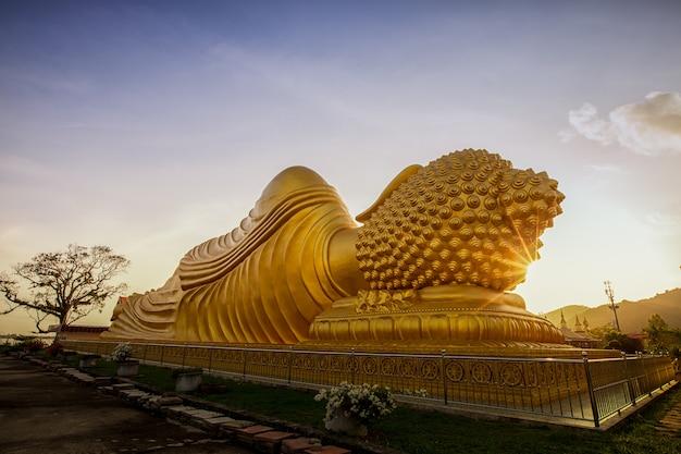 Buda de ouro. Foto Premium