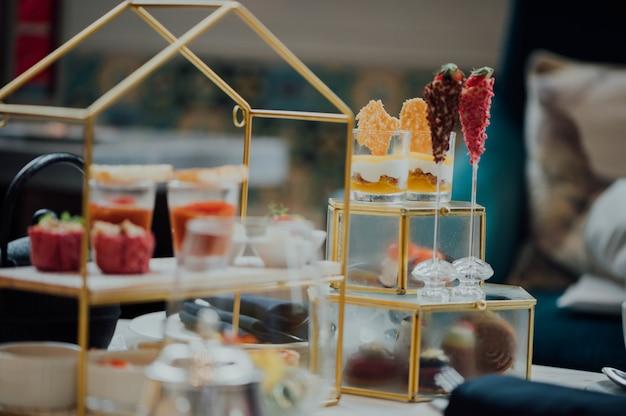 Buffet de café da manhã com sobremesas Foto gratuita